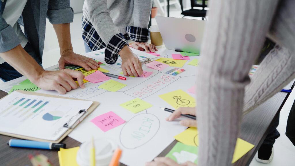 Trouver un nom d'entreprise brainstorming réunion