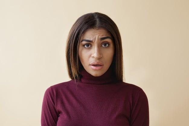 incompréhension photo femme qui se pose des questions